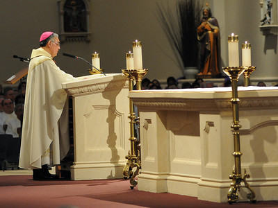 Bishop Joe S. Vásquez addresses the congregation during the Homily following his installation.